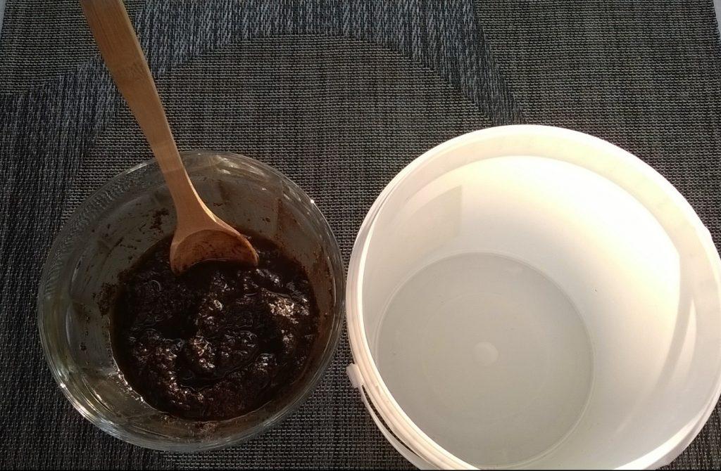 Kaffeesatz-Olivenöl-Peeling