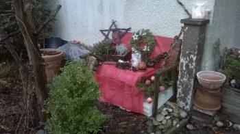 3-Gänge Weihnachtsmenü - Bank vor dem Haus