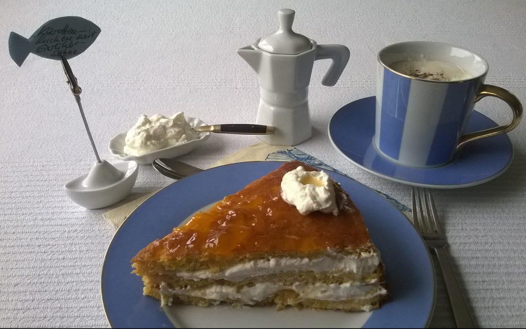 Mandelmilch - Eiweiß Powerdrink - selbst gemacht . Geschäumte Mandelmilch mit Karottenkuchen mit Mandelresten