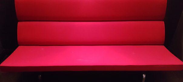 PASSAGEN Köln 2019 - Rote Sitzbank
