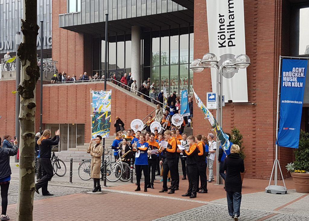 """Überraschender Auftritt vor dem PhilharmonieLunch Der """"Youth Brass Band"""""""